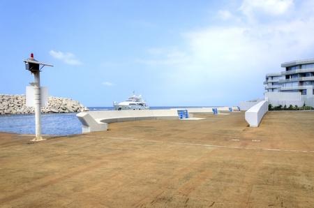 eingeschifft: Eine Yacht in die sch�ne Marina Bay in Zaitunay in Beirut, Libanon Eine sehr moderne, High-End und neu entwickelten Bereich, in dem Yachten werden in Angriff genommen, und es