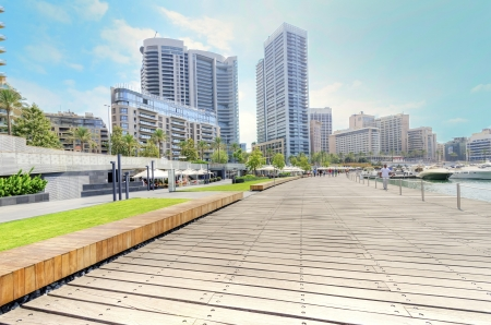 A view of the beautiful Marina in Zaitunay Bay in Beirut, Lebanon. A very modern, high end and newly developed area where yachts are embarked and its perfect for a waterfront promenade. Imagens