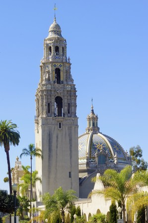 The mafnificent California bell tower and dome at the entrance of Balboa park in San Diego, United States of America. A colorful tile dome and tower of plateresque, baroque, Churrigueresque, rococo american architecture. Stock Photo