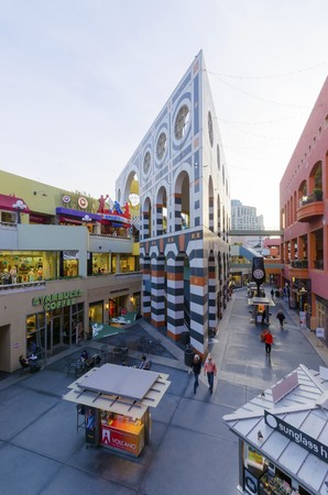 dropoff: The Westfield Horton Plaza outdoor shopping mall in the Gaslamp Quarter in San Diego, southern California, United States of America. A view of the inner court inside the mall.