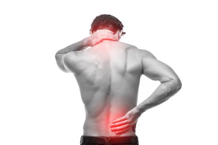 Cerca del hombre frotando su espalda dolorosa.