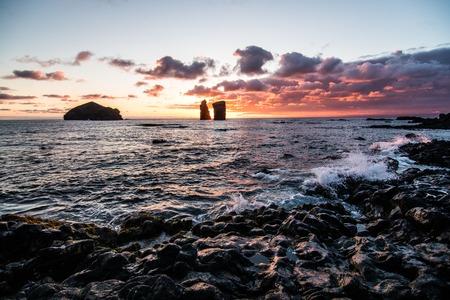 Sonnenuntergang am Strand von Mosteiros auf den Azoren Standard-Bild