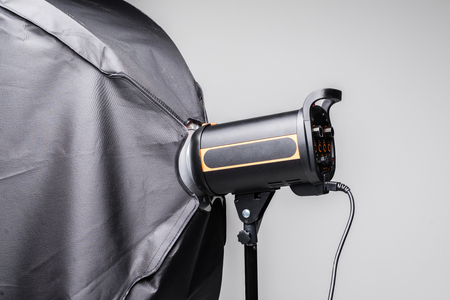 Photo flash lighting equipment isolated on white background Banque d'images