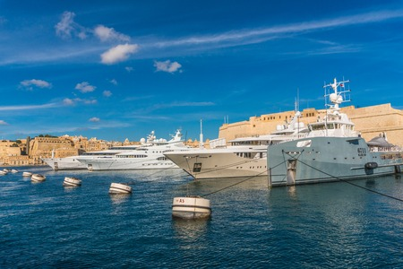 View on the harbors of Malta cities from the boat trip. Редакционное