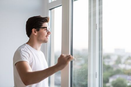 The man's hand opens the window. Ventilating a house in hot weather. Standard-Bild