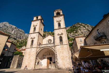 KOTOR, MONTENEGRO - JULY 2019: View on a small square in old town in Kotor, Montenegro. Kotor is town on coast of Montenegro on the Bay of Kotor 写真素材 - 134698768