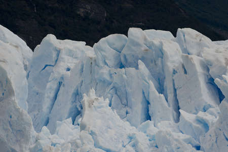 los glaciares: View of one of the fronts of the glacier Perito Moreno in the Los Glaciares National Park of  Patagonia, facing on the Lake Argentino Stock Photo