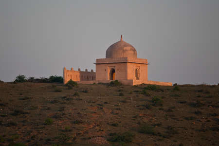 hinduist: Little hinduist temple, only few kilometers far from Ranthambhore, Rajasthan, India
