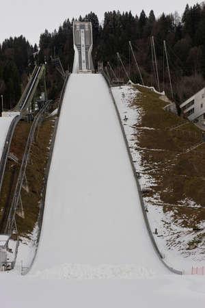 springplank: Ski springplank in Garmish gebouwd voor de Olympische Winterspelen Stockfoto