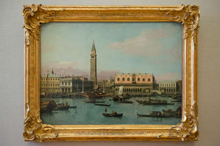 MUNICH - GERMANY - 30 DECEMBER 2013 - Painting of Canaletto drawing Venice, at the Alte Pinakothek in Munich Редакционное