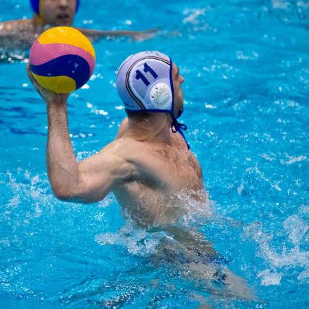 waterpolo: Game actie tijdens een waterpolo wedstrijd Redactioneel