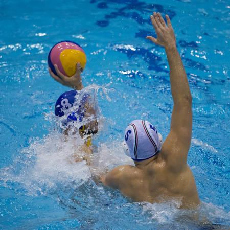 water polo: Juego de acción durante un partido de waterpolo