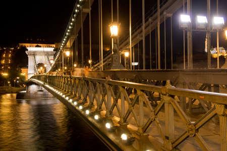 szechenyi: El puente de cadena de Szechenyi sobre el Danubio, construido a finales del siglo 19 y uno de los s�mbolos de Budapest