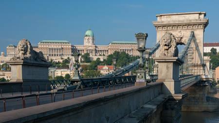 szechenyi: El Puente de las Cadenas Szechenyi, en el Danubio, construido a finales del siglo 19 y uno de los s�mbolos de Budapest