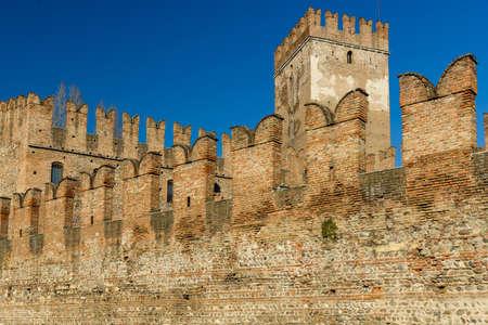 rampart: Battlements of the rampart of Castelvecchio of Verona