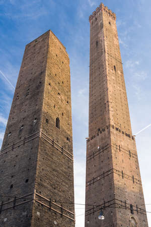 Torre degli Asinelli,e Torre della Garisenda, the two towers, symbol of Bologna Stock Photo - 53540037