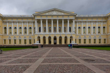 palacio ruso: Facade of the Mikhailovsky Palace hosting the Russian Museum