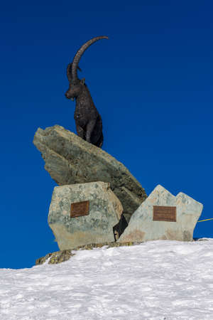 Statue of a Steinbock in Champoluc, facing the Matterhorn Stock Photo