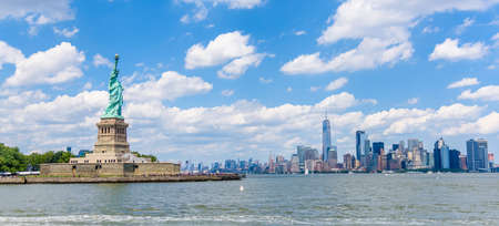 View of the skyline of Lower Manhattan from the Upper Bay Stok Fotoğraf - 93137941