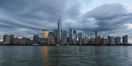 The waterfront of the business district of Lower Manhattan, New York 免版税图像