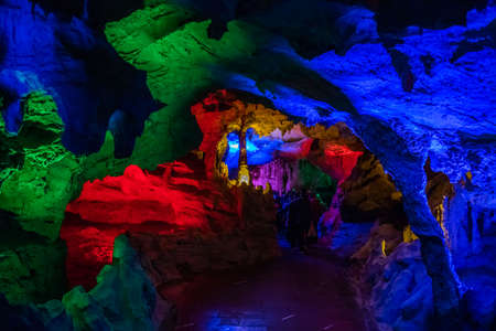 Colorful stalagtite and stalagmite in the Huanglong Cave in Zhangjiajie Banque d'images