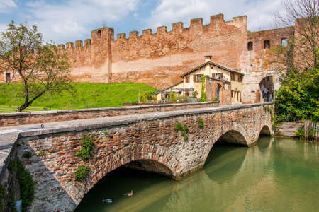 The medieval walls of Castelfranco Veneto, one of the most important walled cities of Veneto 版權商用圖片