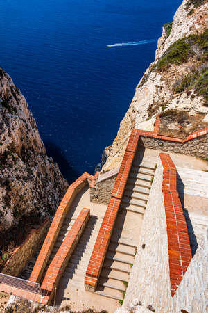 A stairway cut into the cliff in 1954, the 654-step escala del cabirol (goat's steps), leads from a car park at the top of the cliff down to the entrance of Neptune's Grotto