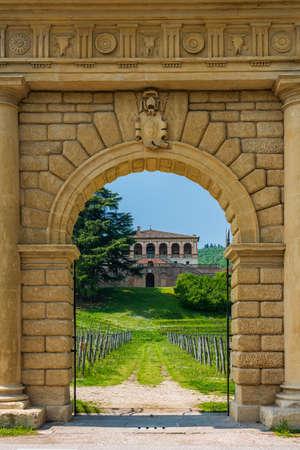 Main Gate of Villa dei Vescovi, a renaissance-style, rural palatial home built for the archbishops of Padua Standard-Bild