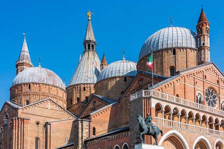 The Pontifical Basilica of Saint Anthony of Padua is a Roman Catholic church and minor basilica in Padua, Veneto, Northern Italy, dedicated to St. Anthony. Standard-Bild