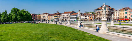 Prato della Valle is a 90,000 square meter elliptical square in Padova,and it is the largest square in Italy. Standard-Bild