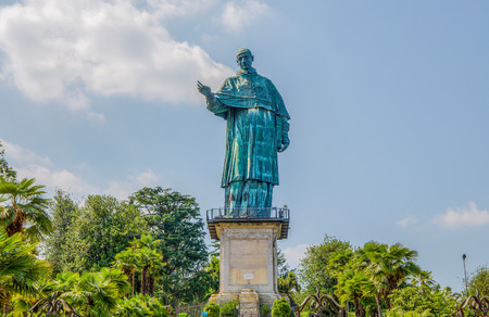 San Carlo Borromeo colossus in Arona town, Novara province, Maggiore lake, Piedmont region, Italy. It is a statue over 30 meters high located in Arona, Novara. Banque d'images - 104266044