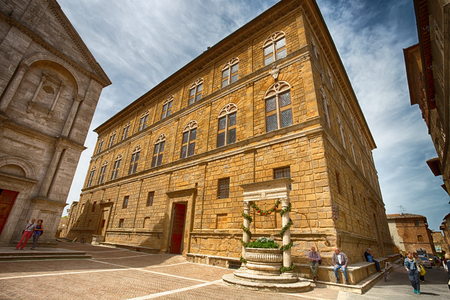 PIENZA,ITALY, MAY, 5, 2015 - Piccolomini Palace in Pienza, in the province of Siena, Italy. Banco de Imagens - 107474610