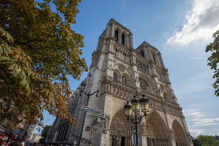 PARIS, FRANCE, SEPTEMBER 9, 2018 - Notre Dame de Paris Chatedral facade in Paris, France Standard-Bild - 133577665