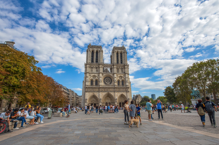 PARIS, FRANCE, SEPTEMBER 9, 2018 - Notre Dame de Paris Chatedral in Paris, France Standard-Bild - 133577673