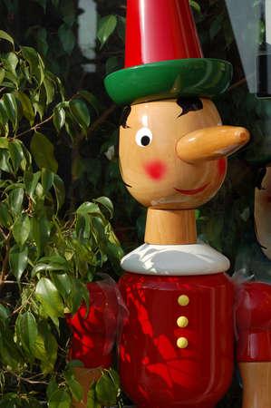 marioneta de madera: Pinocho - italiano famoso t�tere de madera con una larga nariz