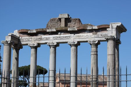 Rome, Temple of Saturn in Roman Forum 版權商用圖片 - 87391426