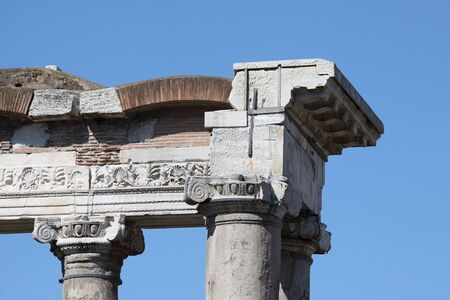 Rome, Temple of Saturn in Roman Forum 版權商用圖片 - 87391427