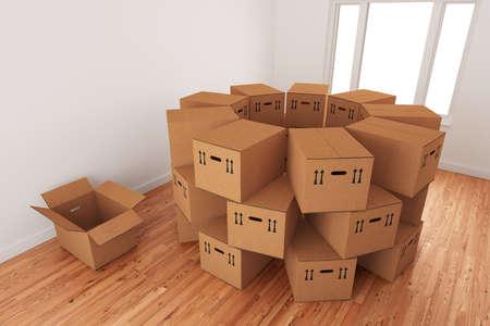 Disposition des boîtes vides d'emballage en carton debout sur un plancher en bois dans un intérieur de la chambre.