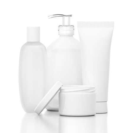 dispense: Botellas cosm�ticas blancas en el suelo reflexivo aislado