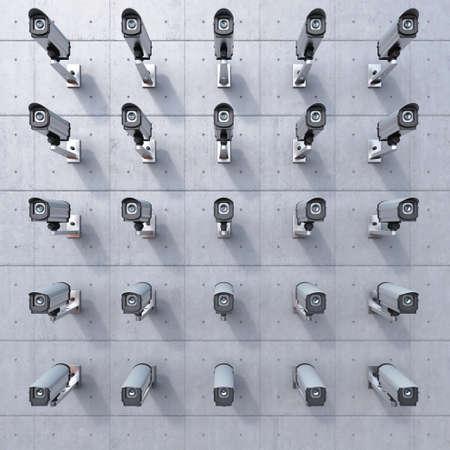 monitoreo: 25 cctv c�mara mir�ndote en el muro de hormig�n Foto de archivo