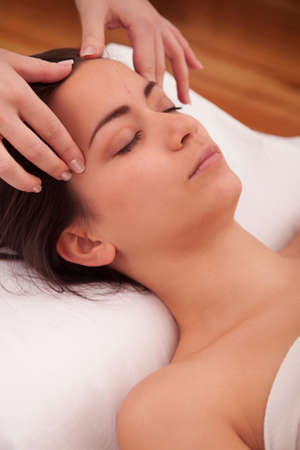 anesthetize: Massage treatment in the head of an asian woman