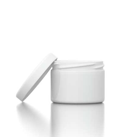 Kosmetische Creme mit offenem Deckel auf weißem Hintergrund Standard-Bild