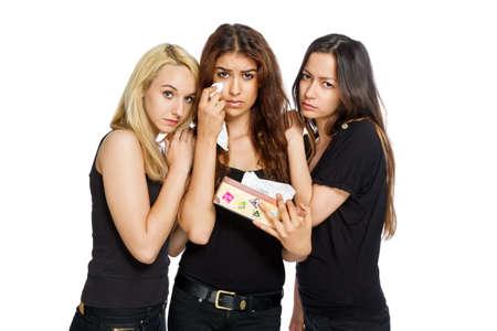 Chicas consuelo mutuamente aislados en blanco