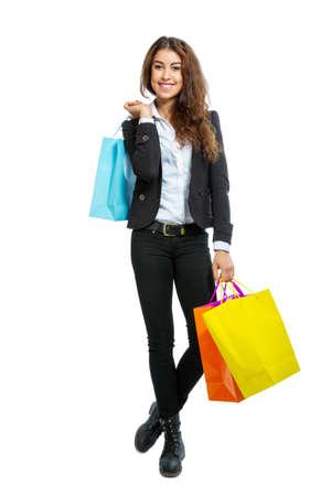 Meisje met boodschappentassen geïsoleerd op een witte achtergrond