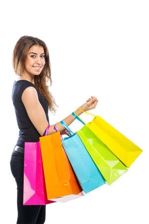 Mädchen mit einer Menge von Einkaufstüten auf weißem Hintergrund