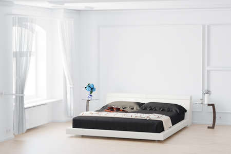테이블에 커튼과 침대 꽃 Beedroom 스톡 콘텐츠