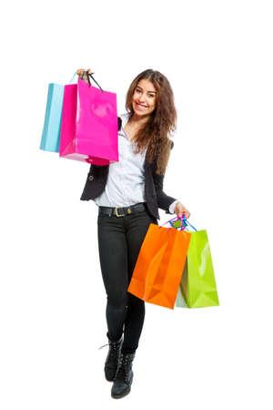 쇼핑 가방을 가진 소녀 흰색 배경에 고립