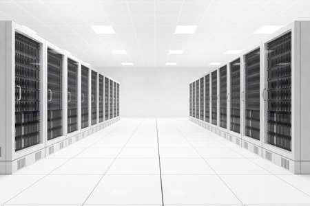 Datacenter mit zwei Reihen von Computern im weißen Raum Lizenzfreie Bilder
