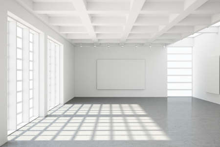 big windows: Пустой современное чердак с бетонным полом и большими окнами