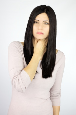 Goed uitziende vrouwelijke model ziek pijnlijk probleem